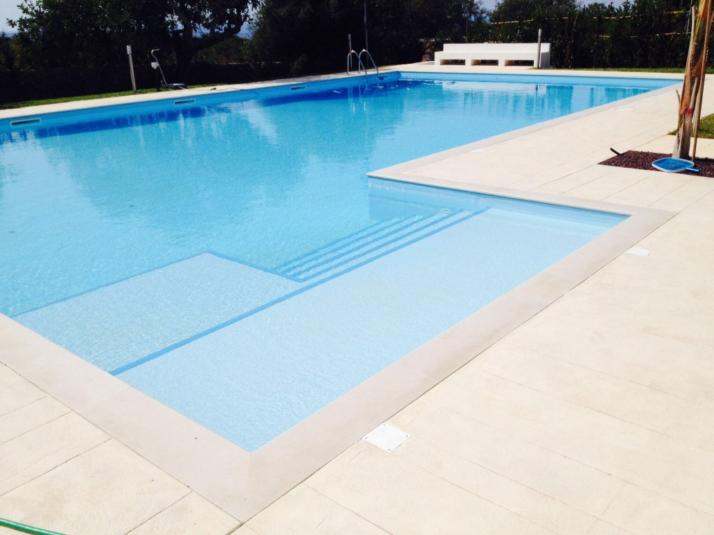 Azf marmi bordo piscina in pietra - Piscine in pietra ...