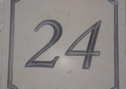 numero-civico-24